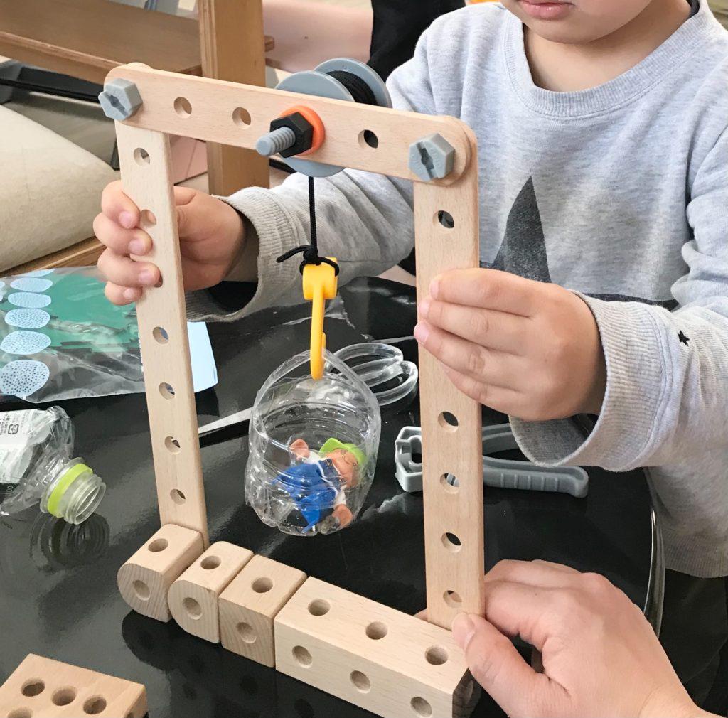 ブリオビルダーでエレベーターを作る4歳遊びおもちゃ(BRIO)