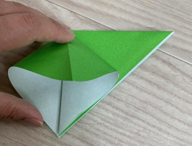 折り紙で折り鶴を折るステップ