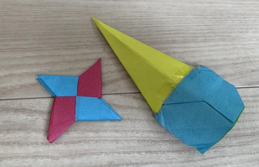 5歳男子の折り紙(昆虫を折る、手裏剣を折る)