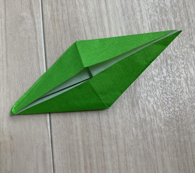 保育園年長さんが折り紙の折り鶴に挑戦